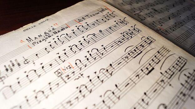 La colección con más de 200 partituras que pertenecieron a Celia Cruz, incluye tesoros como un arreglo firmado por Bebo Valdés. (EFE)