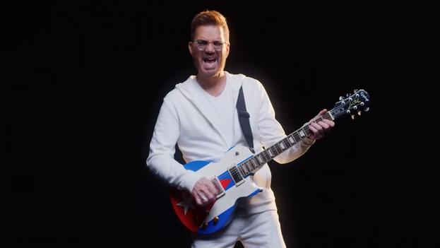 Chirino durante su participación en el videoclip del tema 'Que se vayan ya'. (Captura)