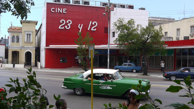 El Cine 23 y 12, en el Vedado, cuenta con tecnología de proyección digital, pero no puede reproducir formato de alta definición en DCP. (14ymedio)
