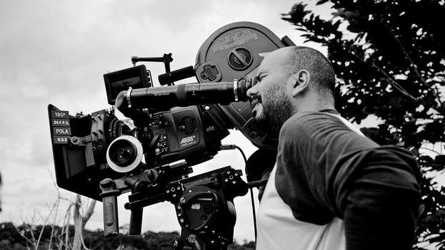 El director Ciro Guerra en el rodaje de 'El abrazo de la serpiente'. (Liliana Merizalde/Facebook)