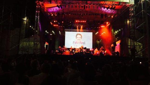 Concierto de Pablo Milanés para la Fundación Nuevo Periodismo Iberoamericano en Medellín. (Twitter/@jonleeanderson)