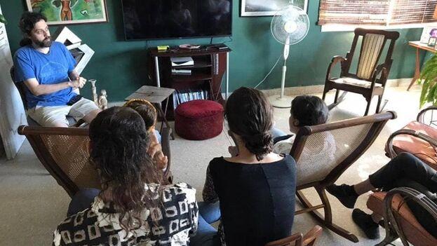 Coyula lleva meses en los que, cada domingo, invita a los espectadores interesados en ver una producción muy peculiar, dentro del cine cubano actual. (Facebook)