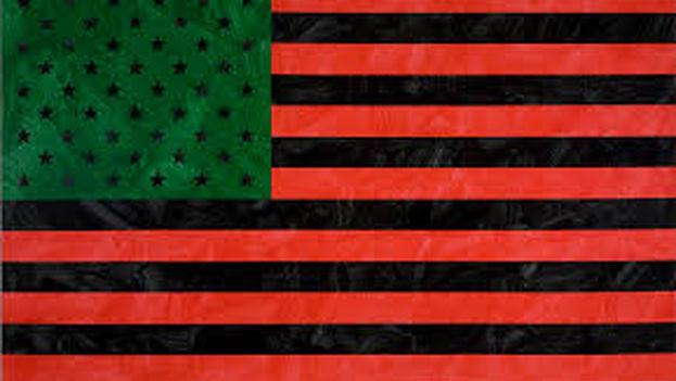 Un bandera afroamericana, obra de David Hammons, como la que ondeará en el museo de Bellas Artes de La Habana