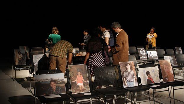 El público interactúa con la 'performance' 'Departure'. (El Ciervo Encantado)