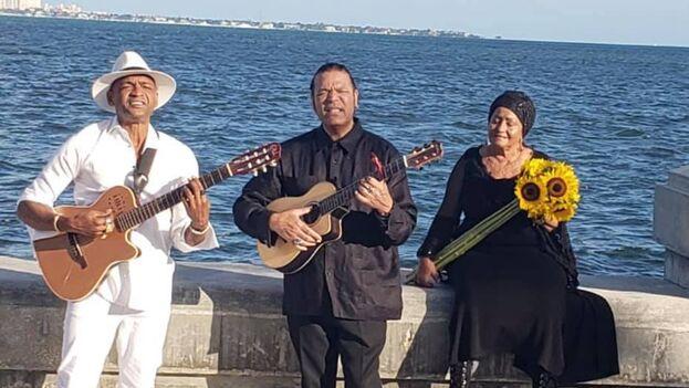 Descemer Bueno, Amaury Gutierrez y Onelia Alonso durante la grabación del video de 'Libertad y Amén'. (Descemer Bueno)