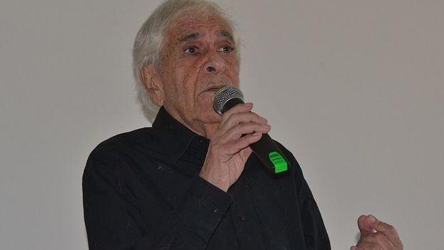 Eduardo Manet durante una conferencia en un centro educativo de Vesoul (Francia). (CC)