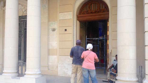 Entrada principal a la nueva sede de la Alianza Francesa en La Habana. (Luz Escobar/14ymedio)