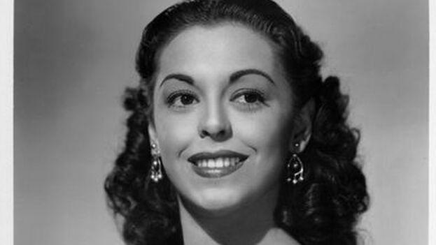 Estelita debutó como cantante a los 9 años en un club nocturno de La Habana y a los 14 años su madre ya había firmado un contrato por ella con Metro-Goldwyn-Mayer.