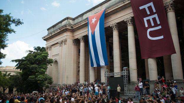 Estudiantes de Semestre en el Mar en La Universidad de La Habana (Semester at Sea)