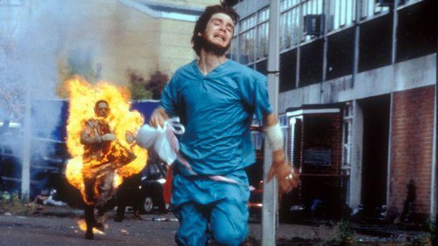 Como en la película 'Exterminio', los venezolanos recorren las solitarias calles y avenidas del país que les vio nacer. (Captura)