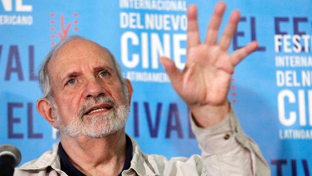 Brian de Palma en una conferencia de prensa durante el 38 Festival Internacional Latinoamericano de la Habana. (EFE/Ernesto Mastrascusa)