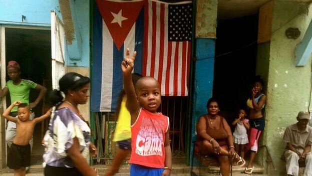"""Fotograma cedido por el Festival Sundance que muestra a un grupo de niños en una imagen parte del documental """"Epicentro"""", en La Habana. (EFE)"""