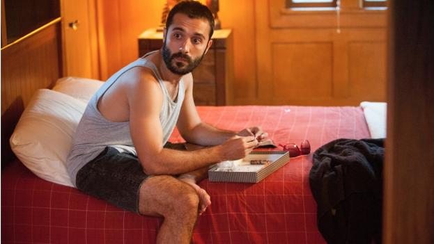 Fotograma de Looking, la serie de HBO en que participa el actor de origen cubano Frankie J. Álvarez