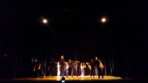 Función inaugural a cargo de la compañía Danza Teatro Retazos, de La Habana. (14ymedio)