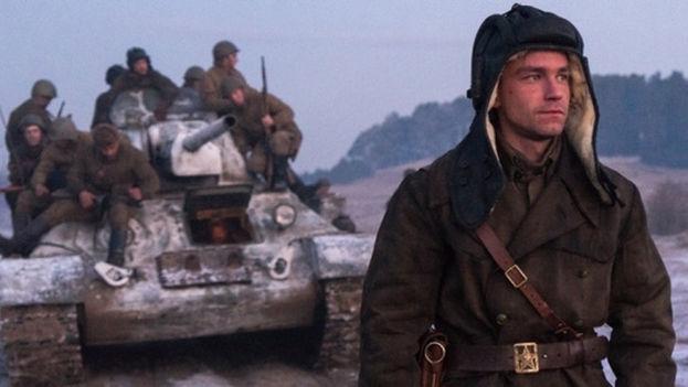 """""""T-34"""", la versión rusa de """"Furia"""" de Brad Pitt, ha arrasado en el nuevo año con las aventuras de un grupo de soldados soviéticos que logra huir de un campo de concentración. (El Séptimo Arte)"""
