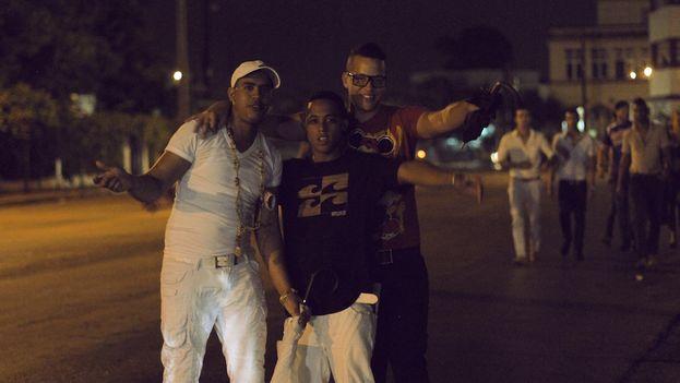 FOTO PARA EL GUAPO CUBANO Jóvenes cubanos. (14ymedio)