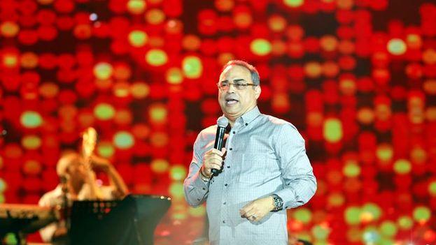 Gilberto Santa Rosa repasó los temas más populares de su repertorio salsero en el Malecón de La Habana. (@canaltn8)