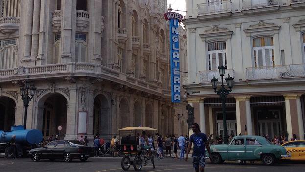 Con la restauración los alrededores del Parque Central muestran un nuevo rostro, del que forman parte el antiguo Hotel Inglaterra, la escultura de José Martí, el hermoso Museo de Bellas Artes y la Manzana de Gómez, todavía en reparación