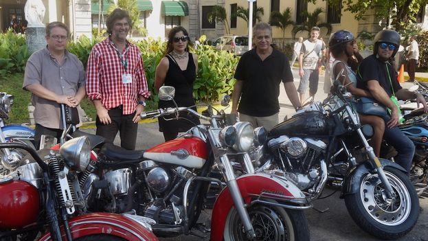 Tras la conferencia de prensa el equipo del proyecto Habana riders invitó a los periodistas a un viaje en Harley Davidson por La Habana (Foto Luz Escobar/14ymedio)