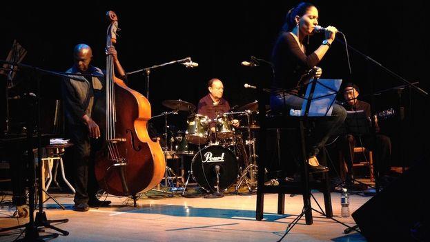 Haydée Milanés durante un concierto en La Habana. (Luz Escobar/14ymedio)
