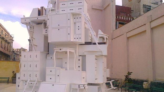 Instalación en el malecón de La Habana por la XII Bienal. (14ymedio)