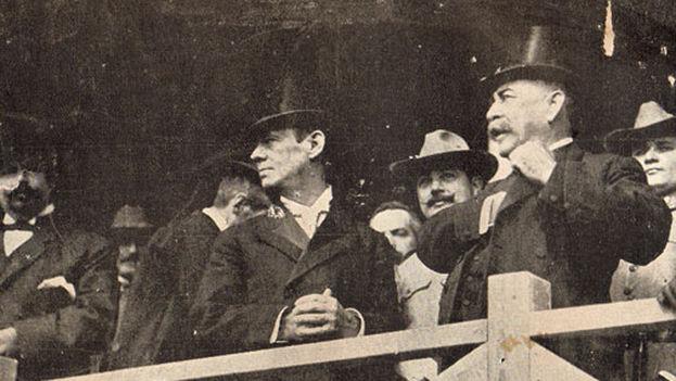 José Miguel Gómez (derecha), presidente de la República entre 1909 y 1912