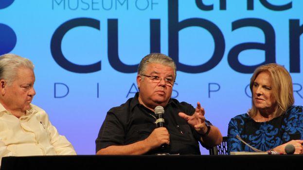 José Conrado Rodríguez durante la presentación de uno de sus libros en Miami. (14ymedio)