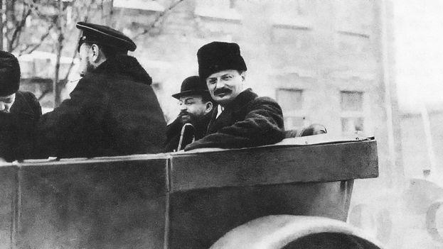 Lev Trotski en 1918. Con su asesinato, solo quedaba en vida un miembro del Comité Central que había dirigido al partido bolchevique en octubre de 1917: Stalin. (wikimedia)