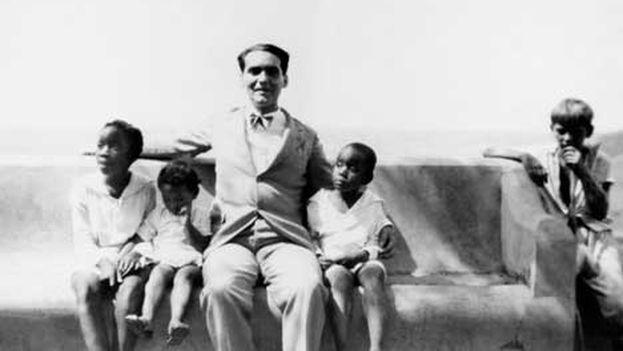 Lorca en el mirador de Yumurí, Matanzas, Cuba, 1930. (Archivo Fundación García Lorca)