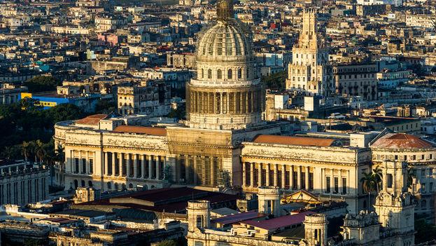 Completado en el 1929 y sede del Gobierno cubano hasta el 1953, el Capitolio fue el edificio más alto de La Habana hasta los años 50. (Marius Jovaiša)