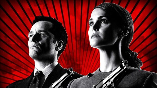 Matthew Rhys y Keri Russell han sustentado The Americans construyendo a dos seres humanos que generan un constante dilema moral. (elcineenlasombra.com)