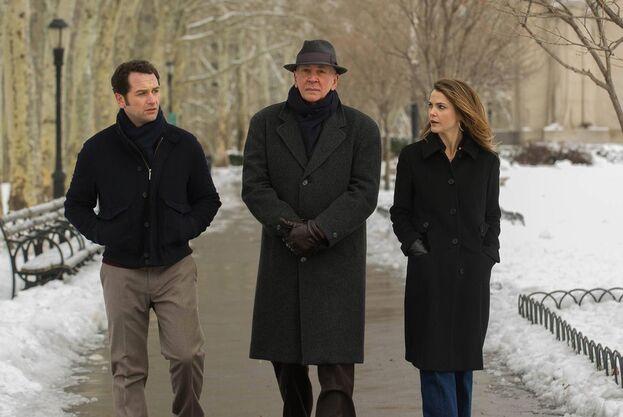 En realidad, la pareja está formada por Mikhail y Nadezhda, dos agentes de campo del KGB infiltrados en EE UU. (Captura)
