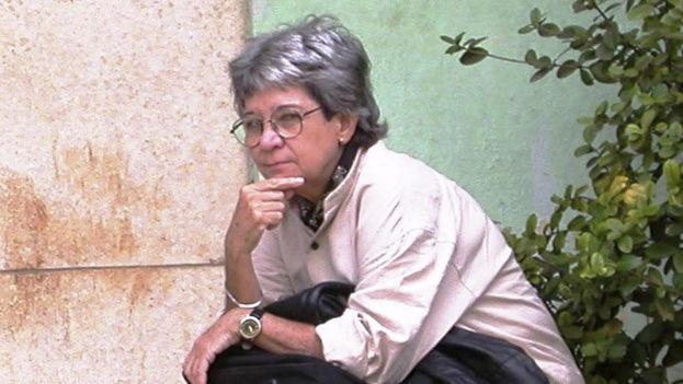 Mirta Yáñez es considerada una de las más relevantes intelectuales de su generación. (Cubanabooks)