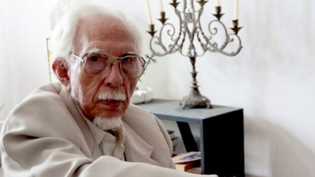 Guerra, nacido en 1922, recibió el Premio Nacional de Danza (2000) y los de Enseñanza Artística (2006) y de Investigaciones Culturales (2009). (CubaSí)