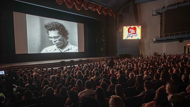 En la gala se le entregó también el Coral de Honor al realizador cubano Manuel Pérez Paredes, Premio Nacional de Cine en 2013 y director de la emblemática 'El hombre de Maisinicú'. (Facebook/Jorge Jimenez Alvarez)