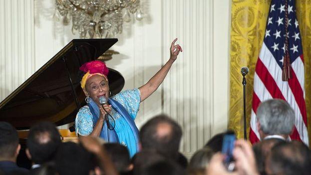 Omara Portuondo en su actuación este jueves en la Casa Blanca. (EFE/Shawn Thew)