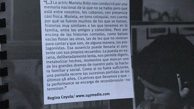 Páginas del catálogo del Festival de Teatro en que se menciona la performance 'Departures' con el fragmento del texto de Regina Coyula con la alusión a '14ymedio'. (Luz Escobar)