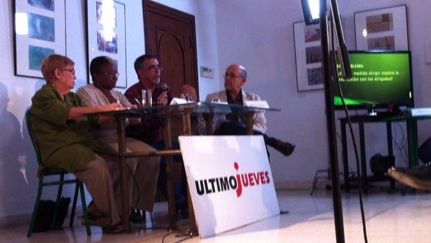 Panel de la edición 130 de los 'Últimos Jueves' de Temas. (Luz Escobar)