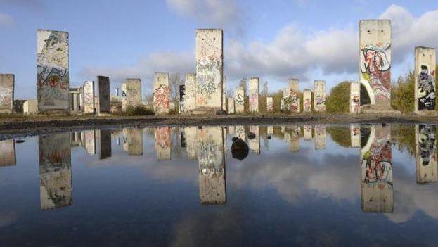 Partes del Muro de Berlín puestas a la venta en Teltow (Alemania). (EFE/Archivo)