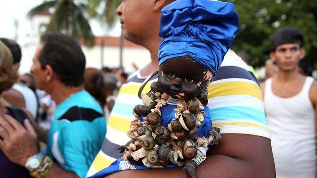 Participantes en la procesión de la Virgen de Regla este 7 de septiembre en La Habana. (EFE/ Alejandro Ernesto)