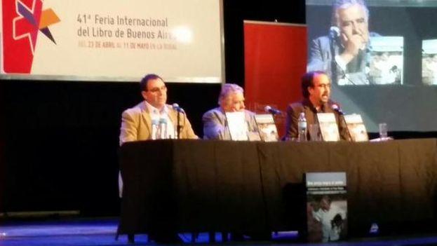 Pepe Mujica en la presentación de su biografía este domingo en Bogotá. (Twitter)