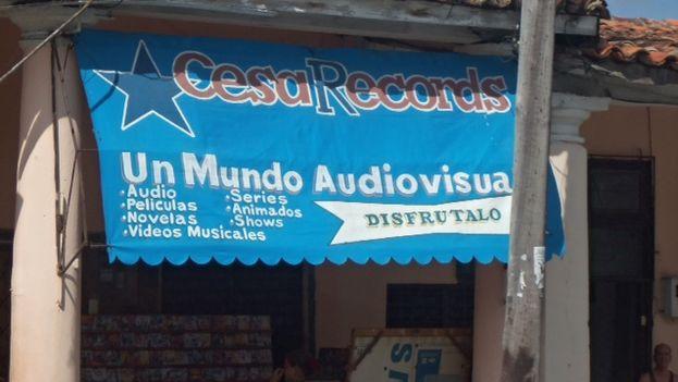 Un portal de Pinar del Río de venta independiente de audiovisuales. (JUAN CARLOS FERNÁNDEZ)