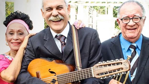 Omara Portuondo, Barbarito Torres, Manuel 'Guajiro' Mirabal y Jesús 'Aguaje' Ramos, integrantes de la banda. (Facebook)