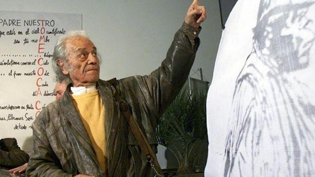 El poeta recibió el Premio Miguel de Cervantes de literatura en 2011. (EFE)