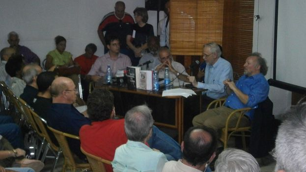 Presentación de 'Back channel to Cuba..'. (14ymedio)