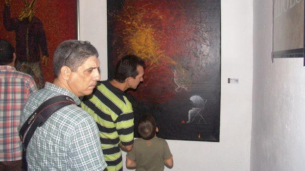 Público asistente al Salón de Artes Visuales de Pinar del Río. (14ymedio/Juan Carlos Fernández)