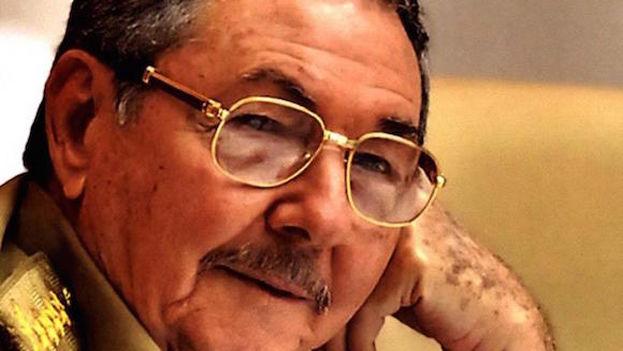 La portada del libro 'Raúl Castro: un hombre en Revolución' de Nikolái Leónov.