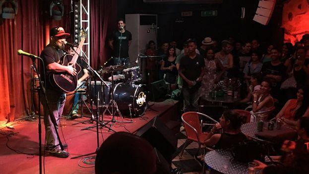 Ray Fernández en el club El Diablo Tun Tun. (14ymedio)