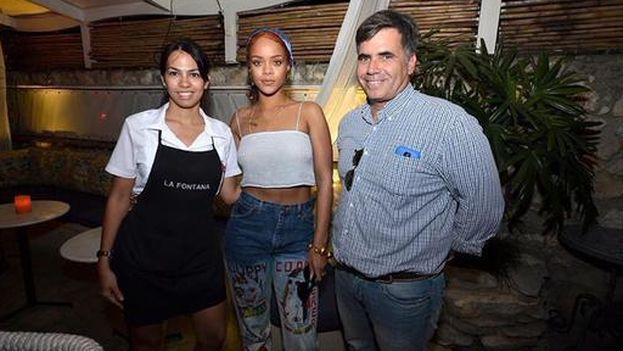 Rihanna en el paladar La Fontana. (Twitter)