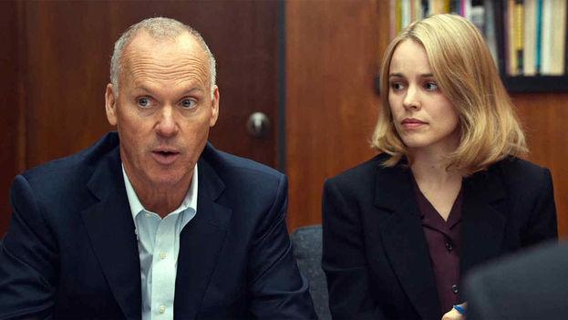 Foto de la película Spotlight con los actores Michael Keaton y Rachel McAdams.